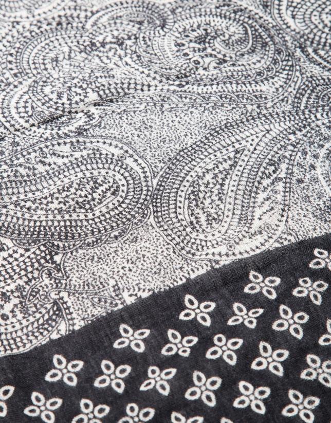 tole à motifs noir blanc