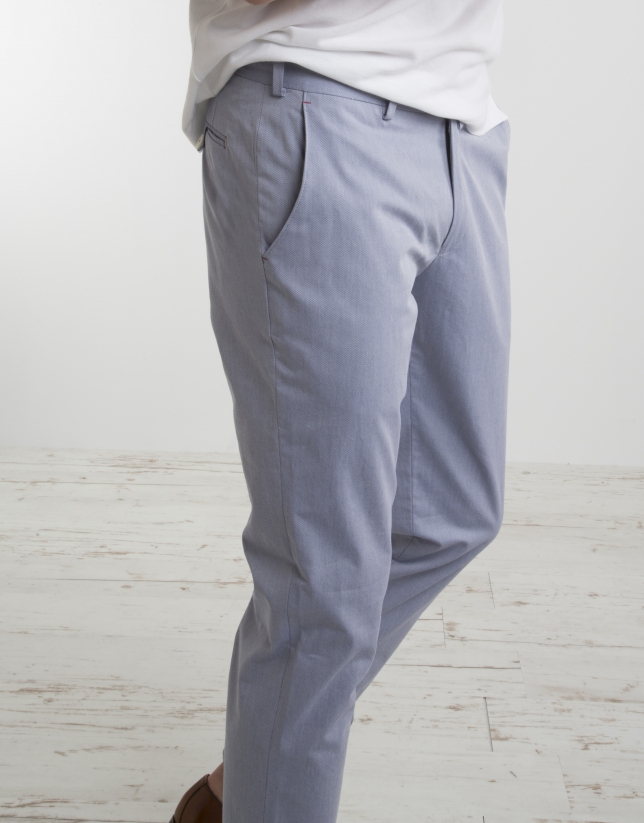 Pantalón chino estructura celeste
