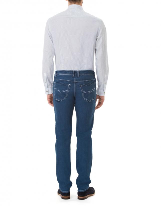 Camisa sport estampada blanca, beige y azul