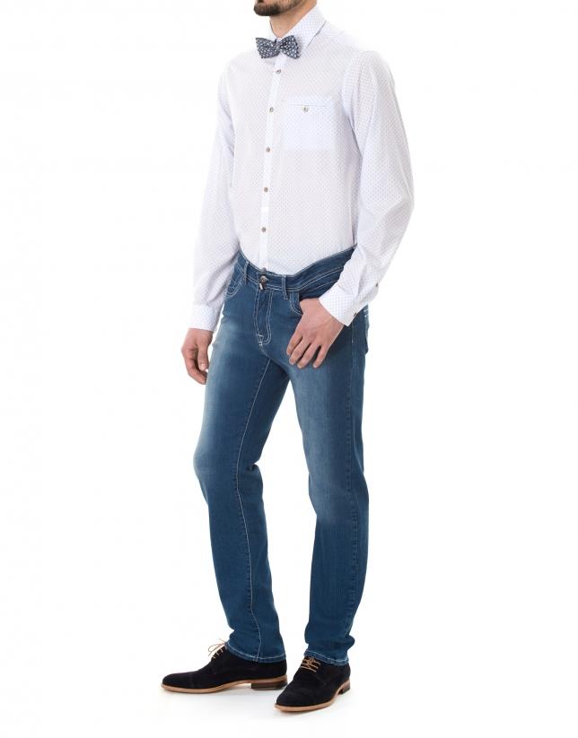 Camisa sport estampada blanca, roja y azul