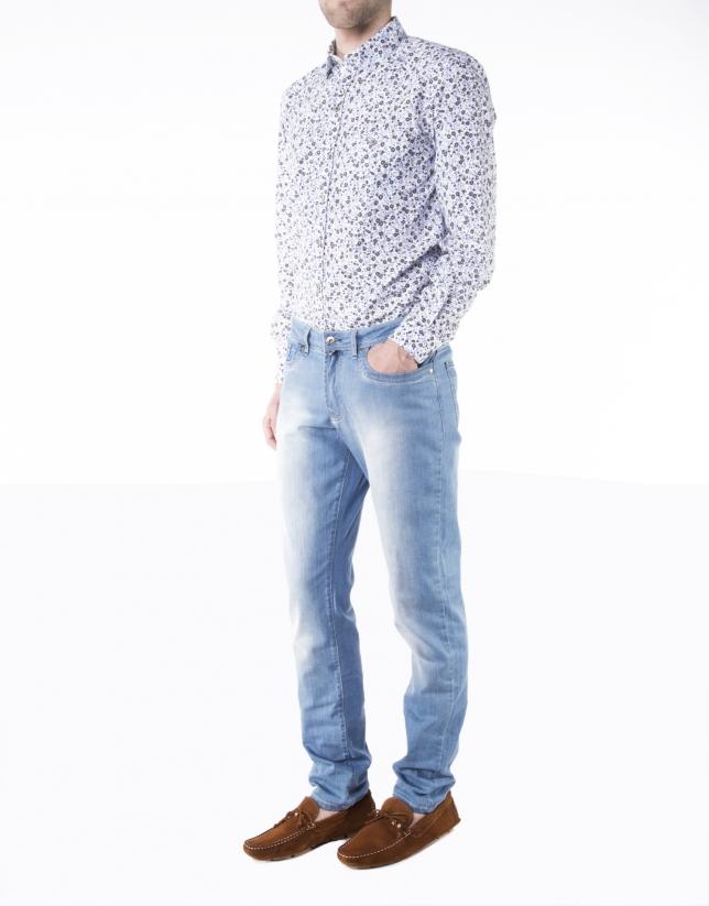 Jean bleu clair délavé