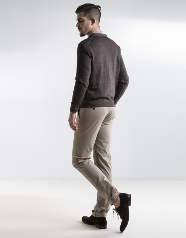 Pantalón sport liso beige oscuro