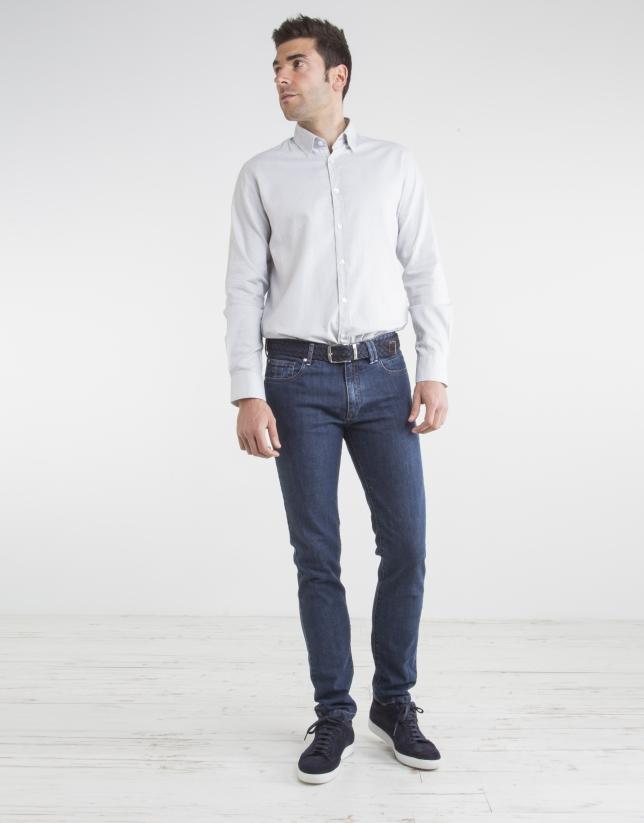 Camisa gris topos blancos