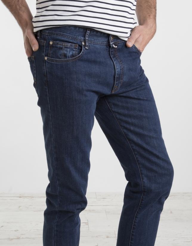 Pantalón vaquero slim azul.