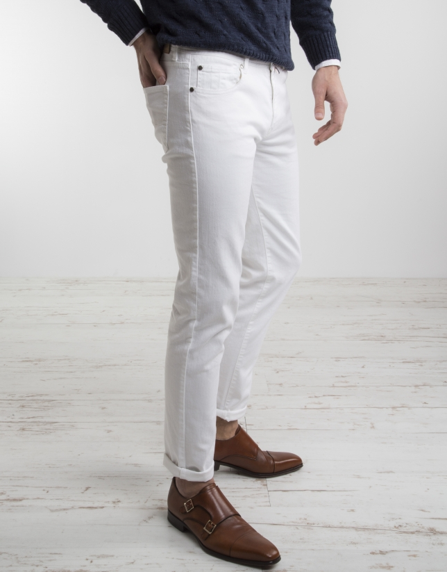 White pants with five pockets