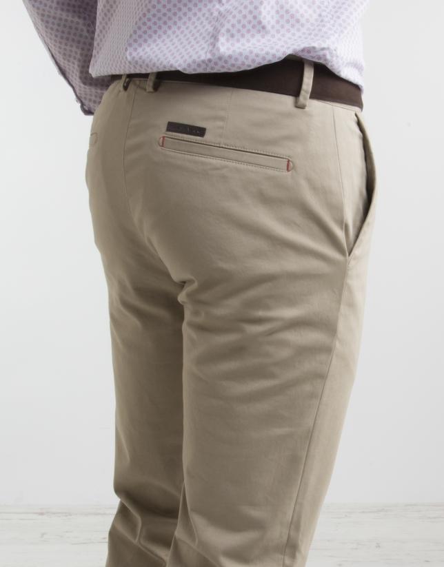 Pantalón chino de algodón beige