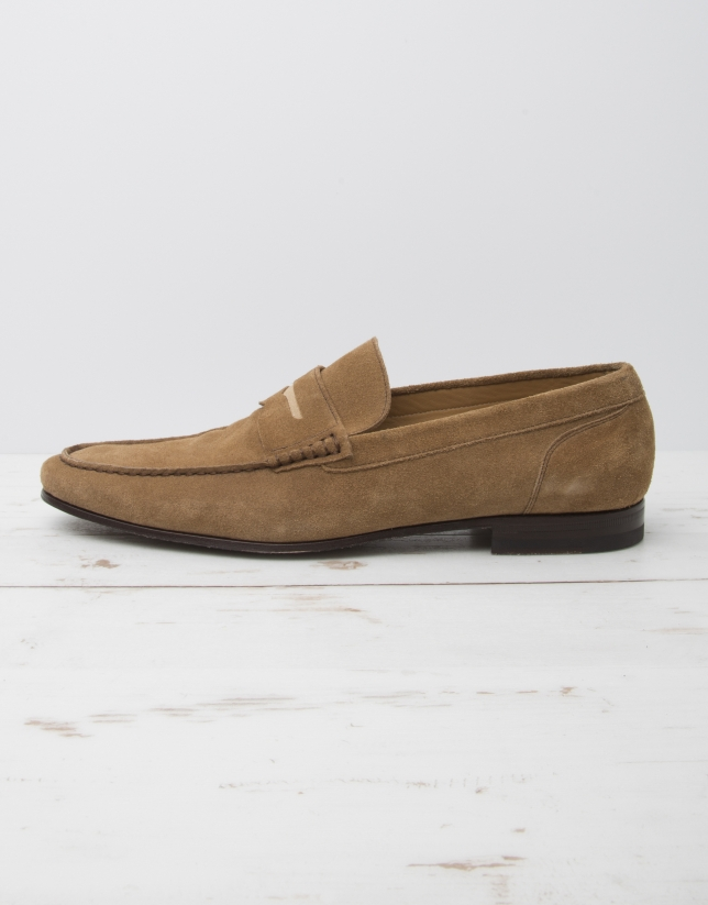 Beige moccasin with mask