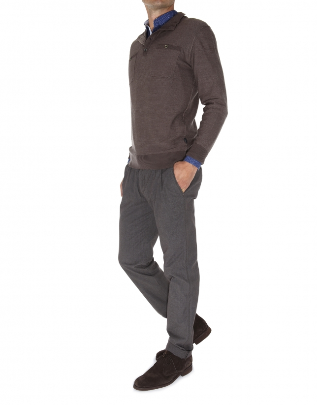 Jersey cuello cisne y bolsillos