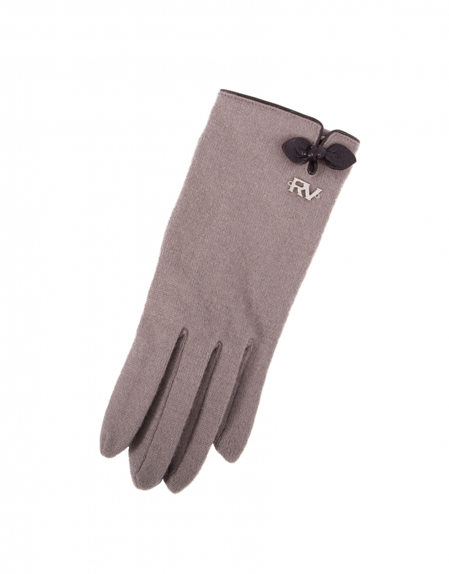 Dotted knit gloves with brown leather appliqué