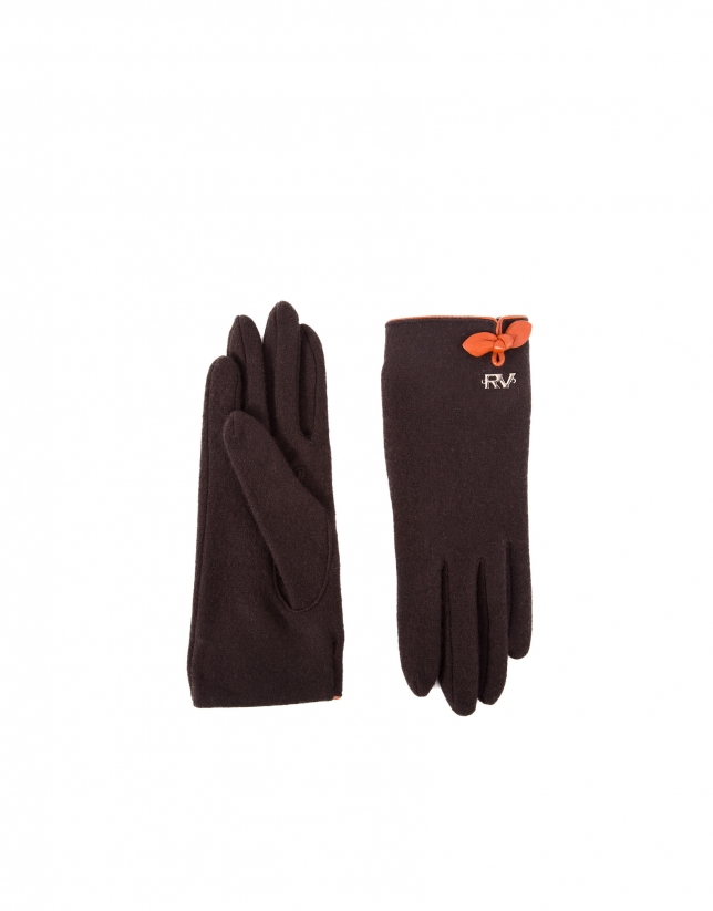 Brown knit gloves.
