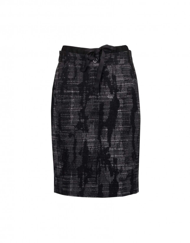 Skirt in abstract motif pattern