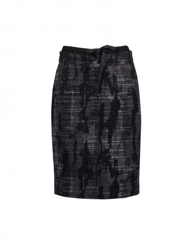 Falda gris estampado negro