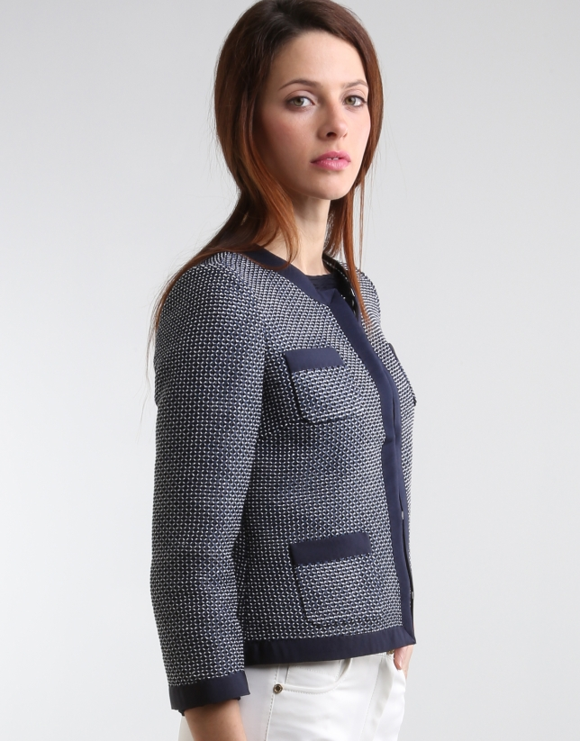 Short jacket with pockets