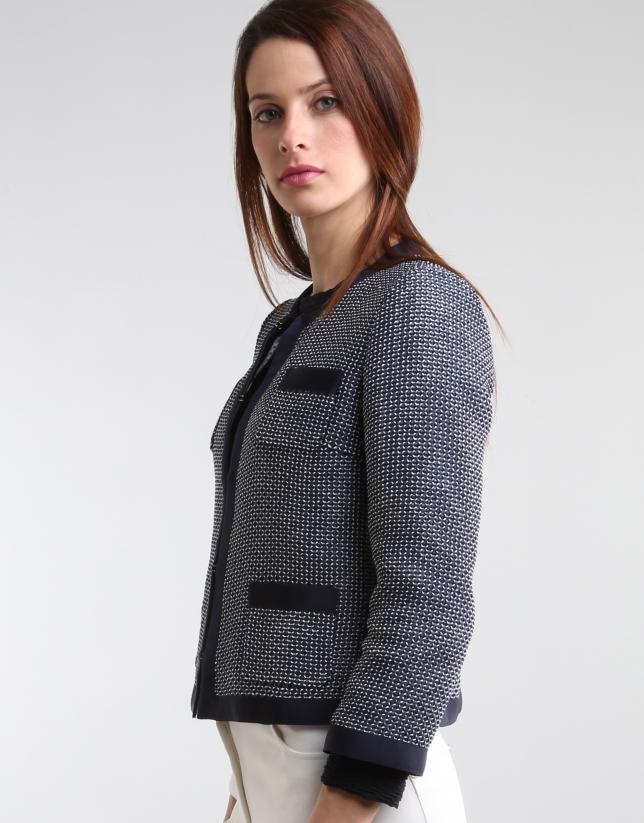 Short jacket with pockets