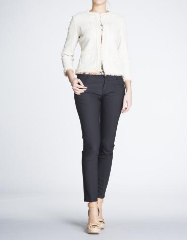 Veste courte beige avec gros grain et gaze.