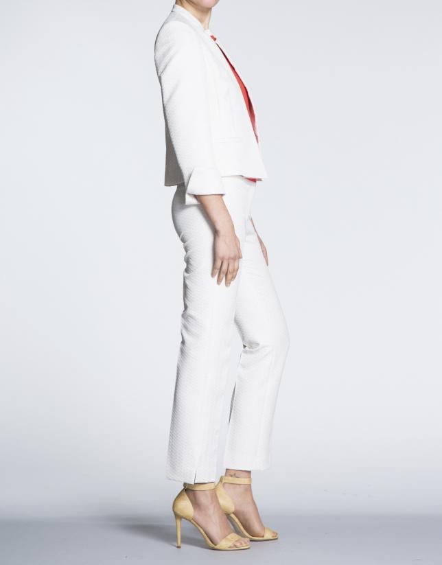 Veste courte écrue à jacquard, motif épi, col Mao.