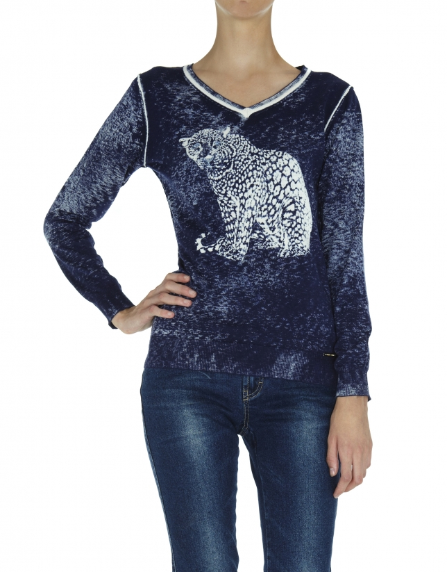 Faded blue cashmere sweater with tiger design