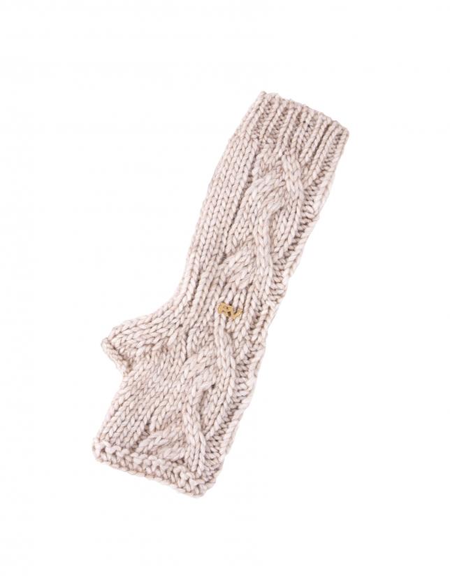 Beige knit mittens