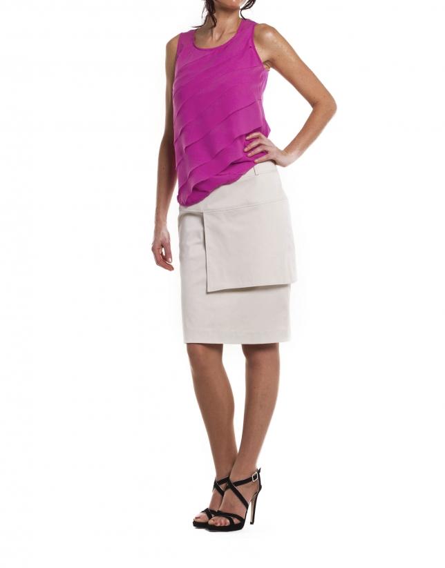 Falda recta con pieza superpuesta