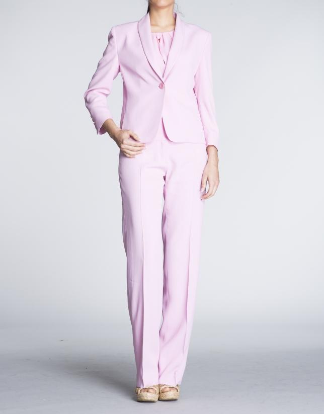 Blazer rosa cuello smoking.