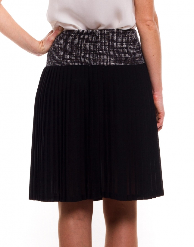 Pleated skirt with print yoke