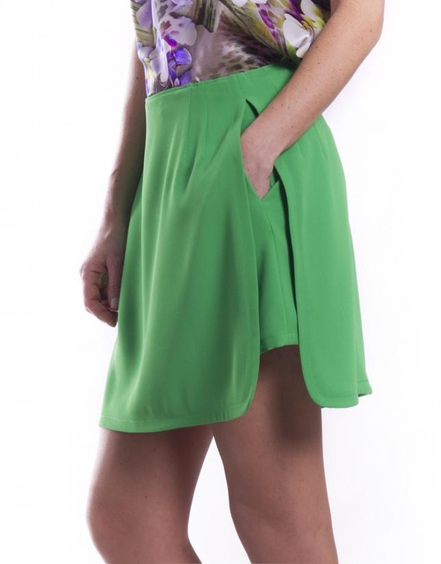 Short con falda sobrepuesta