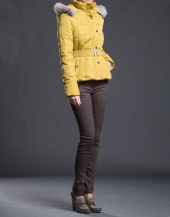 Veste matelassée avec capuche moutarde