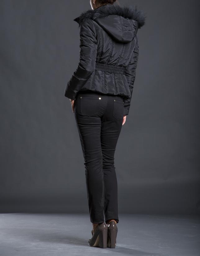 Chaqueta acolchada negra capucha