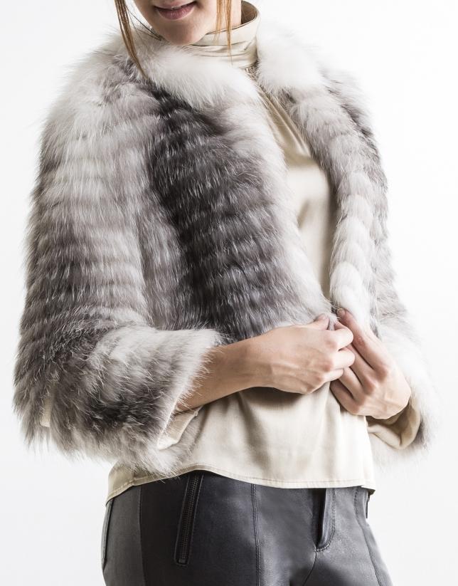 Veste courte en renard couleur gris