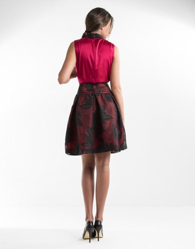 Falda bordada negro y roja