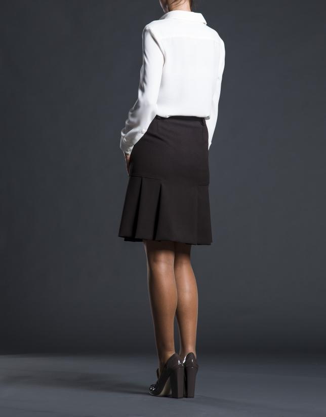 Falda marrón pliegues bajo