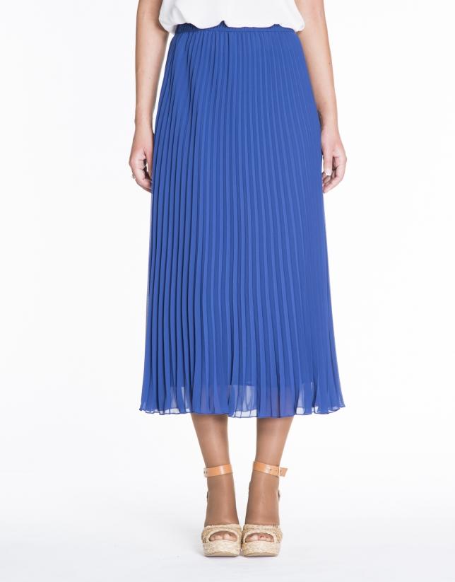 Falda larga plisada azul klein.