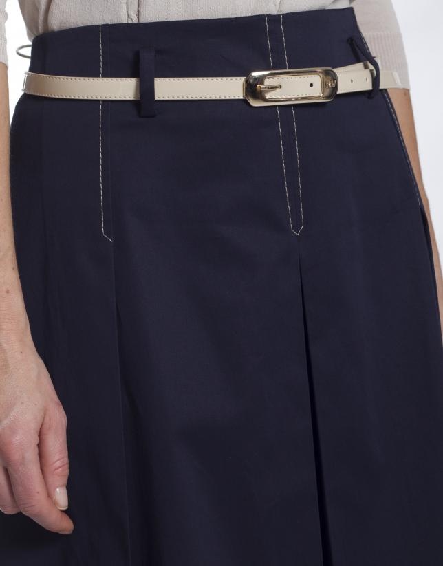 Falda azul con vuelo