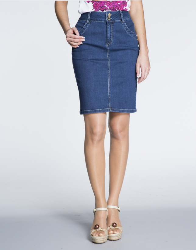 Falda denim corte recto.