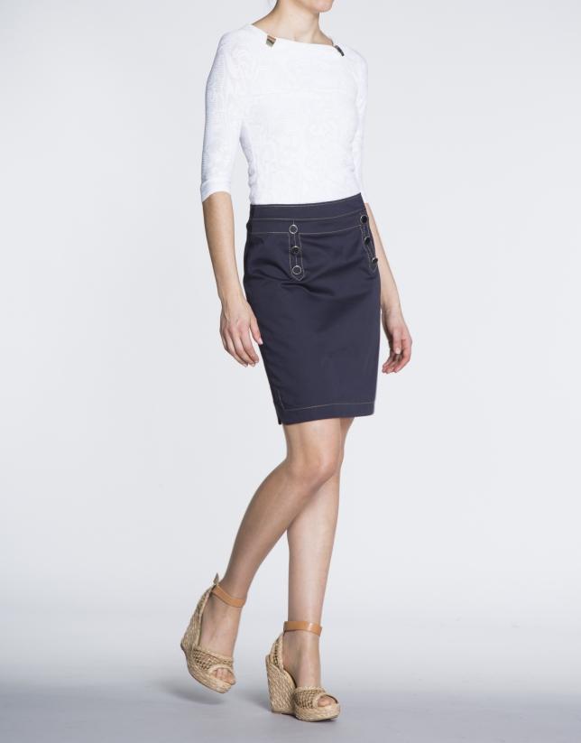 Falda de algodón recta estilo marinero pespunteada.