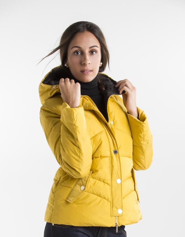 Doudoune courte jaune à capuche