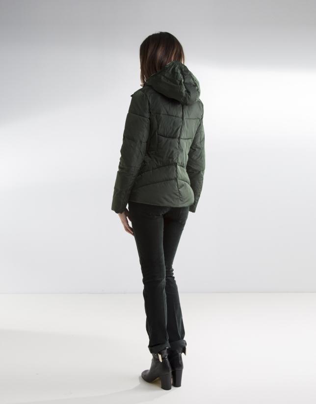 Plumífero corto capucha verde