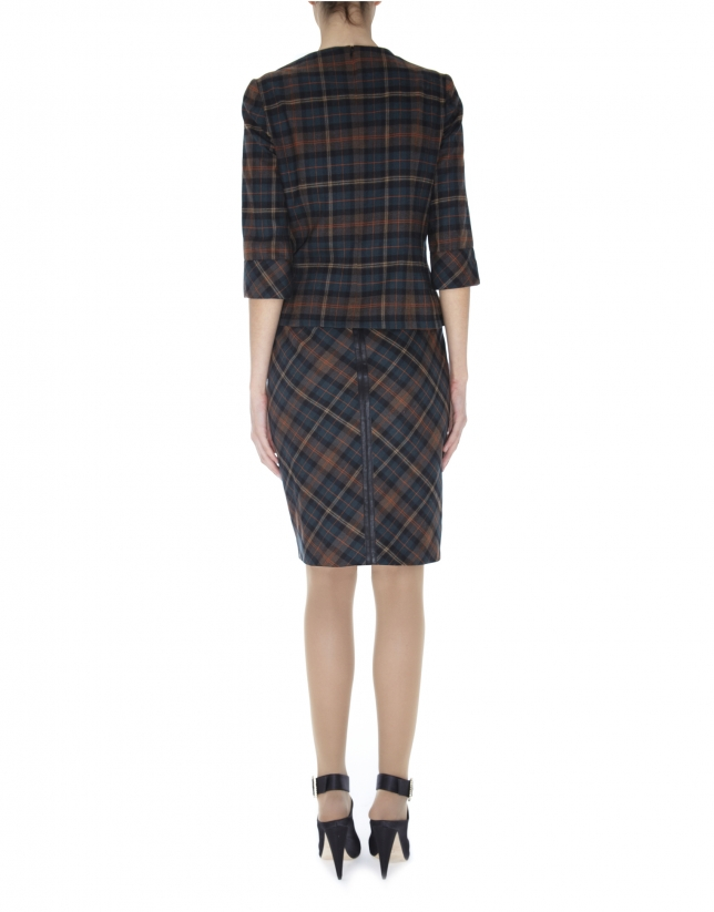 Straight skirt with slanted Scottish kilt print