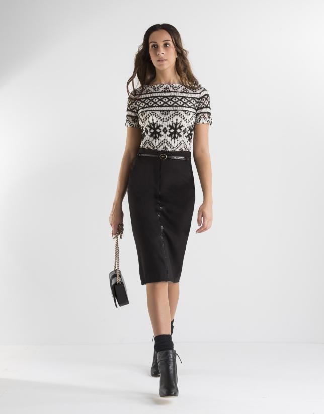 Camiseta dibujo geométrico blanca y negra