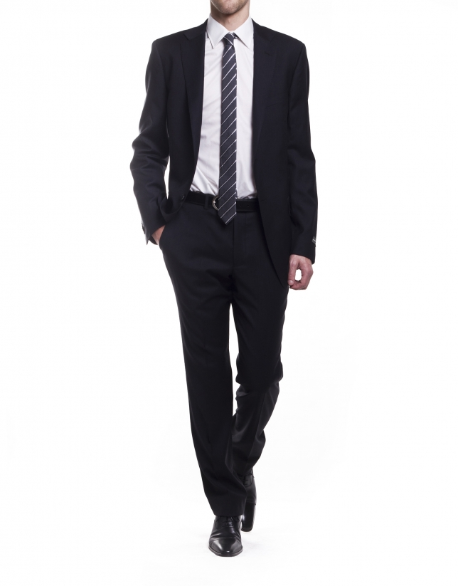 Pique threaded suit