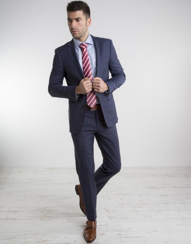 Aamericana traje cruzado azul marino hombre. Comprar americana traje cruzado azul marino moda caballero. Colección de prendas de la nueva temporada. Tienda online oficial Silbon.