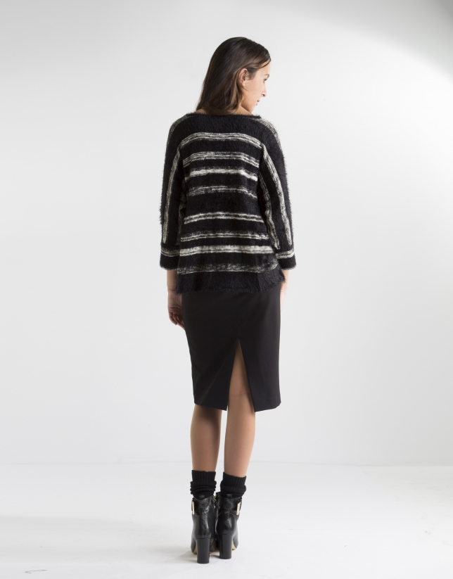 Black and white t-shirt with French sleeves