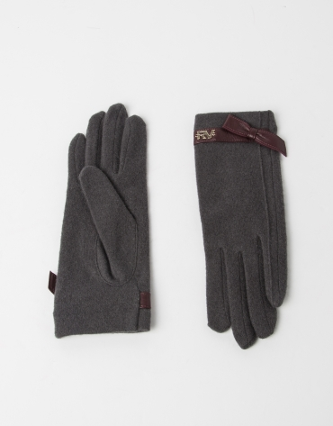 Grey wool gloves