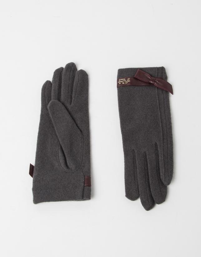 Grey wool gloves