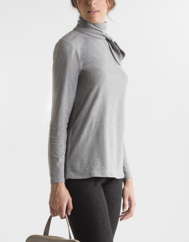 Grey t-shirt with decorative collar