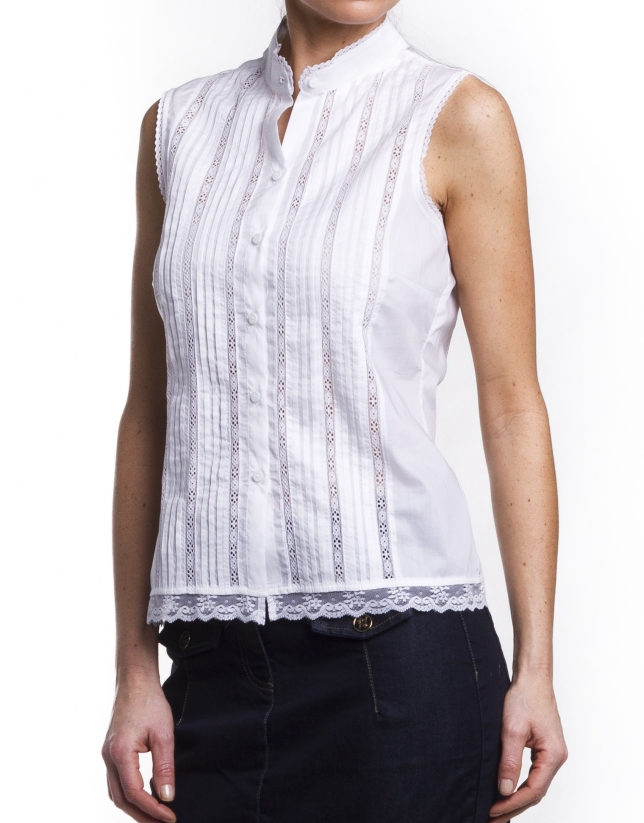 Cotton blouse with tucks and lace