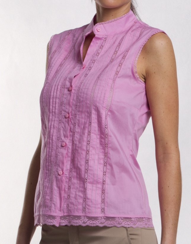 Cotton blouse with tucks and lace.