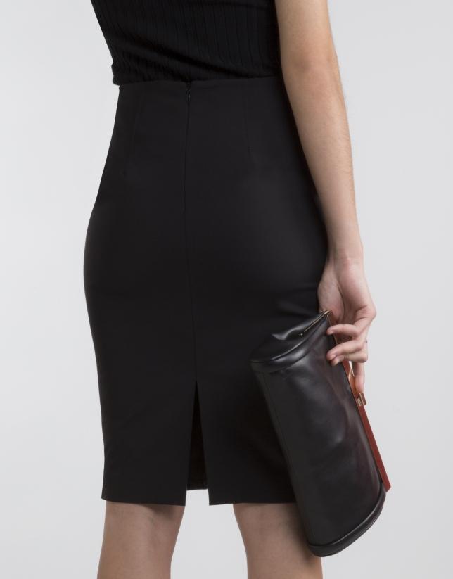 Falda negra pespuntes