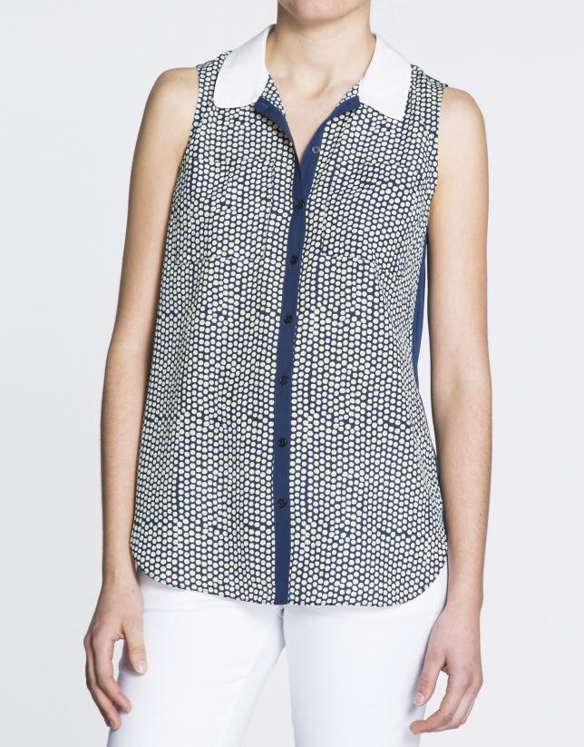 Blusa sin mangas con estampado lunares.