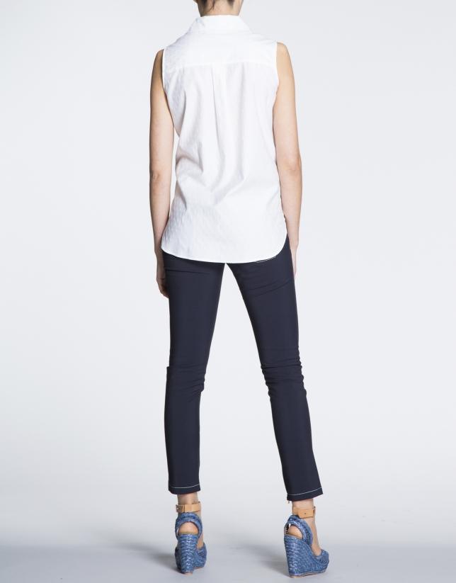 Camisa sisas de algodón en blanco.